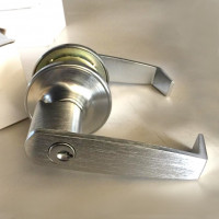 Heavy Duty Lever-Set, Entry Function. Convertible latch backset. US26D Satin chrome finish
